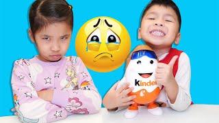 Bố Chia Đều Kẹo Kinder Joy Cho Bé Bún và Bé Bắp | Divide candy evenly
