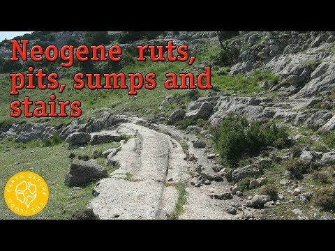 Towns of the Neogene Period: a network of petrified roads between towns