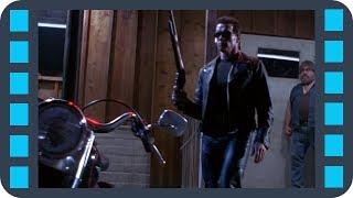 Т-800 забирает солнечные очки у байкера — «Терминатор 2: Судный день» (1991) сцена 2/10 HD