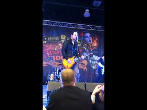 One-X-Adam Gontier's First Show Since Leaving Three Days Grace