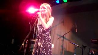 """Диана Агрон, Dianna Agron singing """"Worried Shoes"""" at """"Chickens In Love"""""""