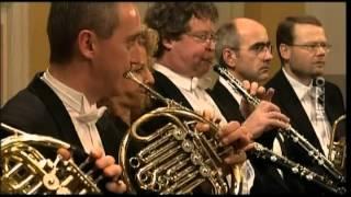 Symphony N°28 KV 200 de W A  Mozart   Orch  Mozarteum Salzbourg