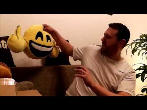 Unboxing / Emoji Kissen / Happy FU und Kackhaufen :D