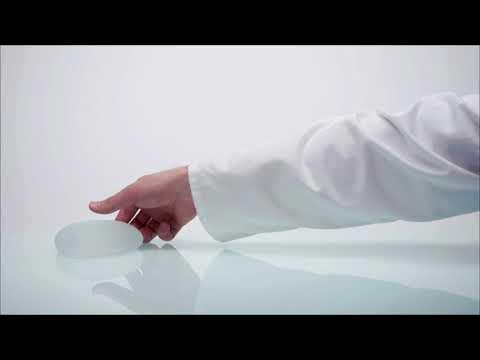 Las revocaciones sobre el ajuste del pecho sin implantov