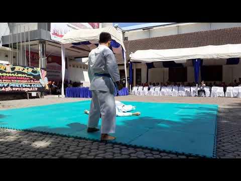 Atraksi karate yang wow