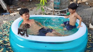 Tắm với khỉ TuTu
