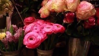 Fleurs, spa, sextoys: le business de la Saint-Valentin Video Preview Image
