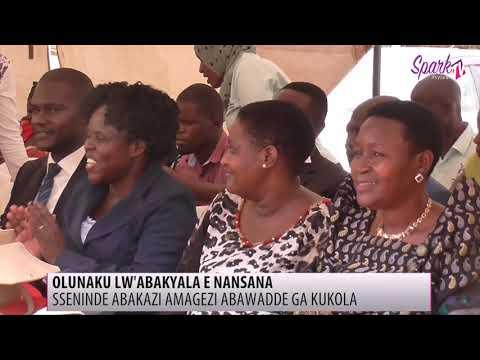 Olunaku lw'abakyala e Nansana Sseninde abakazi amagezi abawadde ga kukola