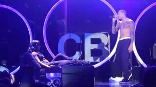 Chris Brown Gives Kelly Rowland A Lapdance!