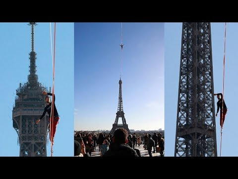Daring slackliner walks from Eiffel Tower