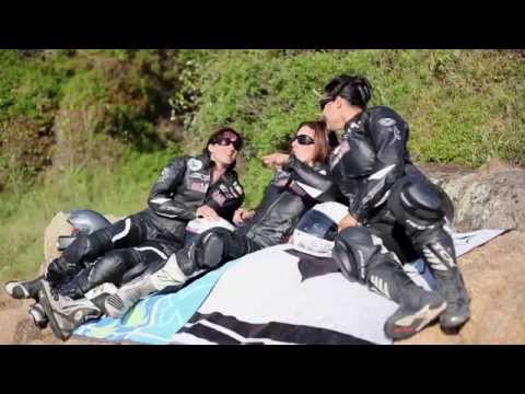 Rallyes routiers 2014, les filles envoient du gaz à moto !