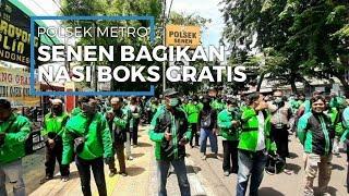 Polsek Metro Senen dan Donatur Bagikan 500 Nasi Boks Gratis kepada Driver Ojol dan Warga
