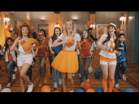 Bedrijf uit Dronten bedenkt Koningsdag-lied voor Raak; vier Drontenaren in videoclip