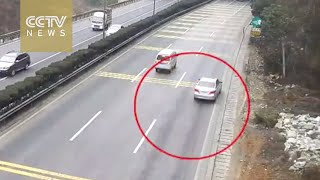Footage: Speeding car turns into scrap iron