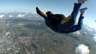 preview picture of video 'Tomasz Grzybowski AFF Jump nr 5 - exam at PeTe Skydiving Piotrków Trybunalski. (aff.com.pl)'