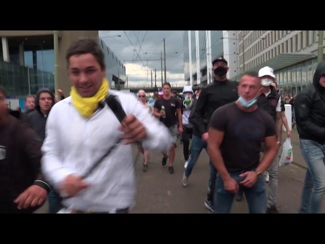 Slijptol aangevallen tijdens demonstratie...