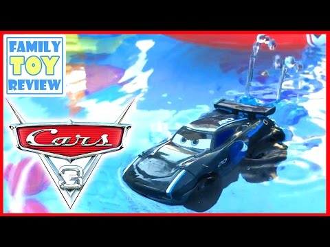 Disney Cars 3 Toys JACKSON STORM SPLASH Racers Spray & play RACE w/ HYDRO WHEELS & Disney Water Toys