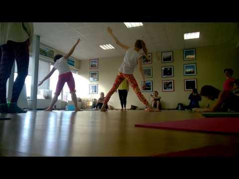 Йога для детей. Школа инструкторов йоги. Триконасана
