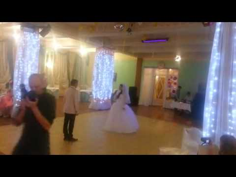 Невеста поет жениху