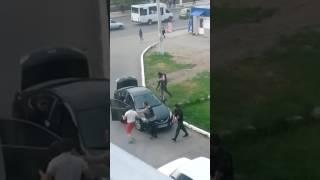 путинские российские солдаты отнимают авто Луганск, Ольховский квартал
