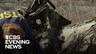 """Following the deadly helicopter crash that killed Kobe Bryant, investigators are focused on retrieving key pieces of wreckage. But the helicopter did not have a black box. Kris Van Cleave has the latest.  Subscribe to the """"CBS Evening News"""" Channel HERE: http://bit.ly/1S7Dhik Watch Full Episodes of the """"CBS Evening News"""" HERE: http://cbsn.ws/23XekKA Watch the latest installment of """"On the Road,"""" only on the """"CBS Evening News,"""" HERE: http://cbsn.ws/23XwqMH Follow """"CBS Evening News"""" on Instagram: http://bit.ly/1T8icTO Like """"CBS Evening News"""" on Facebook HERE: http://on.fb.me/1KxYobb Follow the """"CBS Evening News"""" on Twitter HERE: http://bit.ly/1O3dTTe Follow the """"CBS Evening News"""" on Google+ HERE: http://bit.ly/1Qs0aam  Get your news on the go! Download CBS News mobile apps HERE: http://cbsn.ws/1Xb1WC8  Get new episodes of shows you love across devices the next day, stream local news live, and watch full seasons of CBS fan favorites anytime, anywhere with CBS All Access. Try it free! http://bit.ly/1OQA29B  --- The """"CBS Evening News"""" premiered as a half-hour broadcast on Sept. 2, 1963. Check local listings for CBS Evening News broadcast times."""