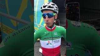 Fabio Aru in maglia tricolore saluta i tifosi prima della partenza del Tour de France 2017