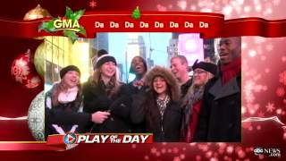 New Yorkers Can't Sing 'Oh Christmas Tree' - Caught on Tape