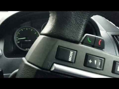 Der Taxifahrer ist 6000 km den Wert den 1 l des Benzins 21 Rubeln zu für den Monat gefahren
