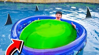 GIANT WUBBLE BUBBLE BOAT IN MY POOL!