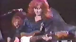 Bonnie Raitt - Thing Called Love (live w/ John HIatt)
