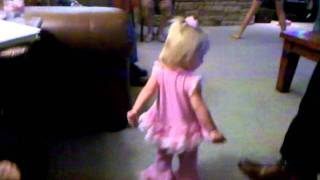 P playing just dance on the wii 2 - Video Youtube