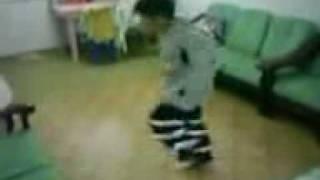 Niño Bailando Electro