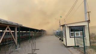 Пожар в Луганской области: огонь добрался до КПВВ Станица Луганская