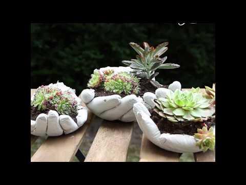 Creare un vaso per fiori con un guanto in lattice e del cemento.