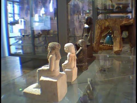 Estátua Egípcia ''Amaldiçoada''  no Museu Inglês