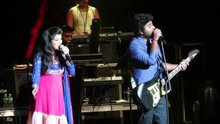Arijit Singh singing Har Kisi Ko Live (Boss)