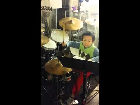 Another one of my students Huy playing this two handed sixteenth note groove. He's only 6 years old