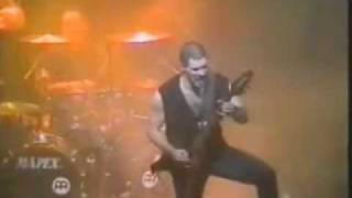 """Annihilator - Shallow Grave. Jeff Waters """"one-hands"""" it (that sounds BAD! haha! ), again at 5:10 .."""