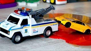 Игрушечные машинки. Полицейская машина и эвакуатор. Авария на дороге