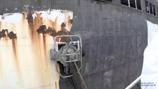 Смотреть онлайн Как снимают краску со старых кораблей