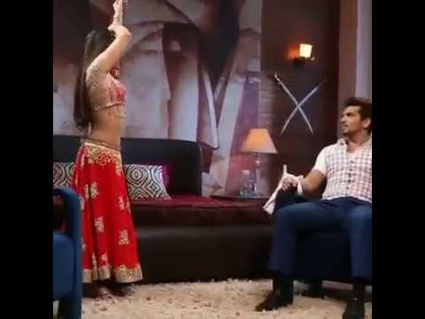 Hot serial service navel show