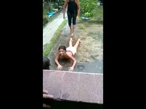 Tomando banho de chuva