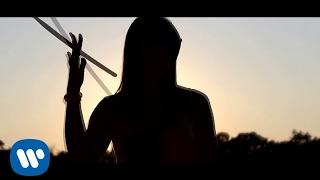 Es la música - Laura Pausini  (Video)