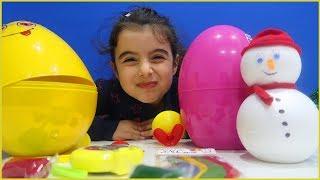 Dev Yumurta Açtık Oynadık, El Yapımı Kardan Adamla Oynadık l Çocuk Videosu l Sürpriz Yumurtalar