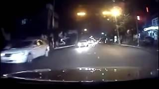 Страшное дтп,2-х девушек сбивает машина,отнесло на лобовуху встречной машины