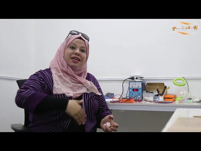 سيدات يدرن مركزا لصيانة الهواتف الخلوية في الأردن