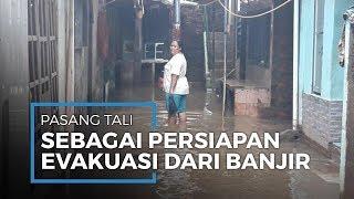 Waspada Arus Deras Banjir, Warga Kebon Pala Pasang Tali Tambang untuk Evakuasi