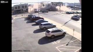 Смотреть онлайн Авария привела к обрушению здания