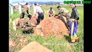 Махкеты май 1996 г Курбанов Ислам,Билал Рошни чу,Хаджимурадов Асланбек,Садуев Тагир, на могиле Шерип