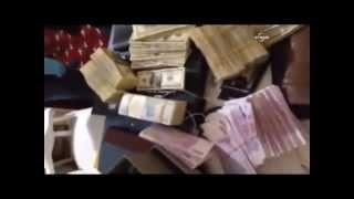 Devletin bankasının genel müdürünün evinde ele geçirilen paralar...